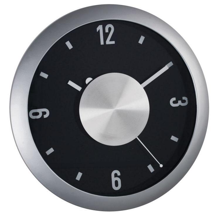 Nástěnné hodiny z plastu