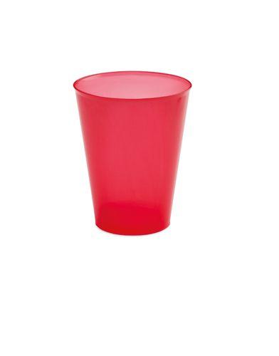 Červený plastový kelímek