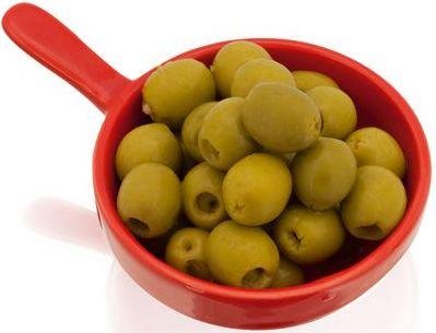 Červená miska na olivy