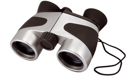 Stříbrno černý dalekohled