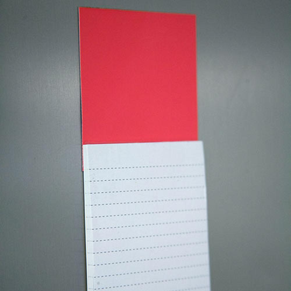 Bloček s magnetem červený
