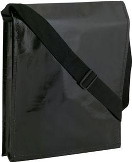Černá taška přes rameno