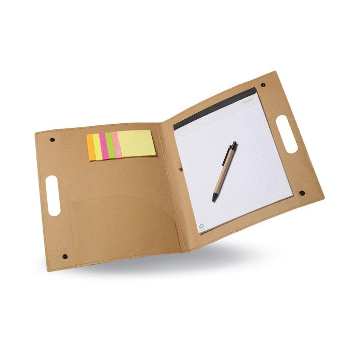 Desky z recyklovaného kartonu
