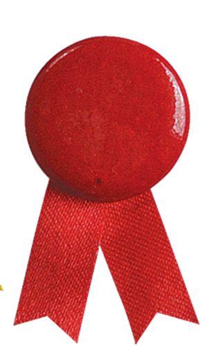 Červený odznak solidarity s připínáčkem