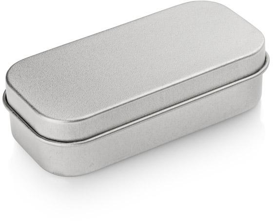 Malá kovová krabička s vložkou na větší flash disk